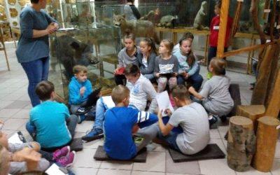 Wycieczka klasy IVd do Arboretum  i Centrum Edukacji Przyrodniczo-Leśnej w Rogowie.