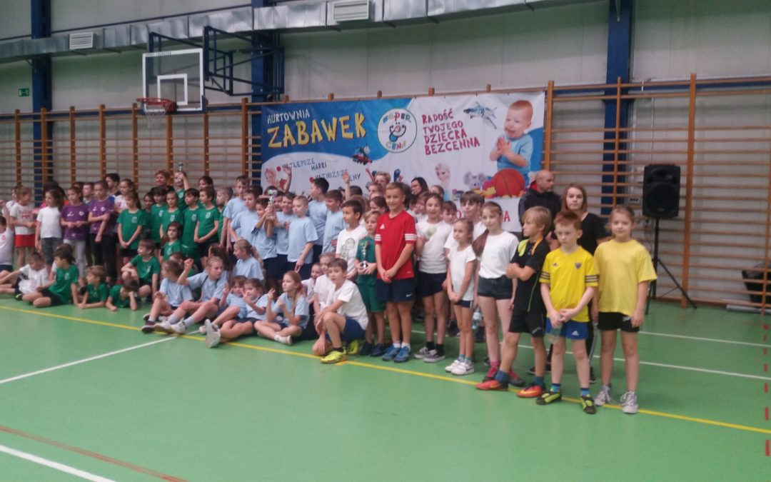 Turniej zabawowo- sportowy dla klas III-IV
