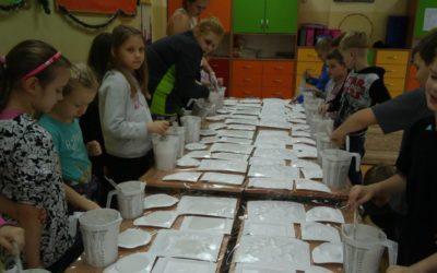 Warsztaty w klasach II – odlewy gipsowe