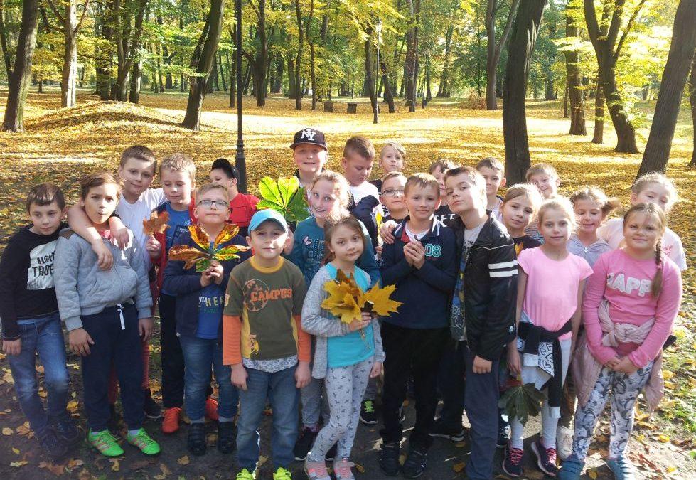 Klasa 3b w parku