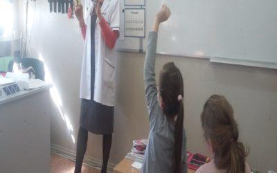 Spotkanie klas I z pielęgniarką szkolną