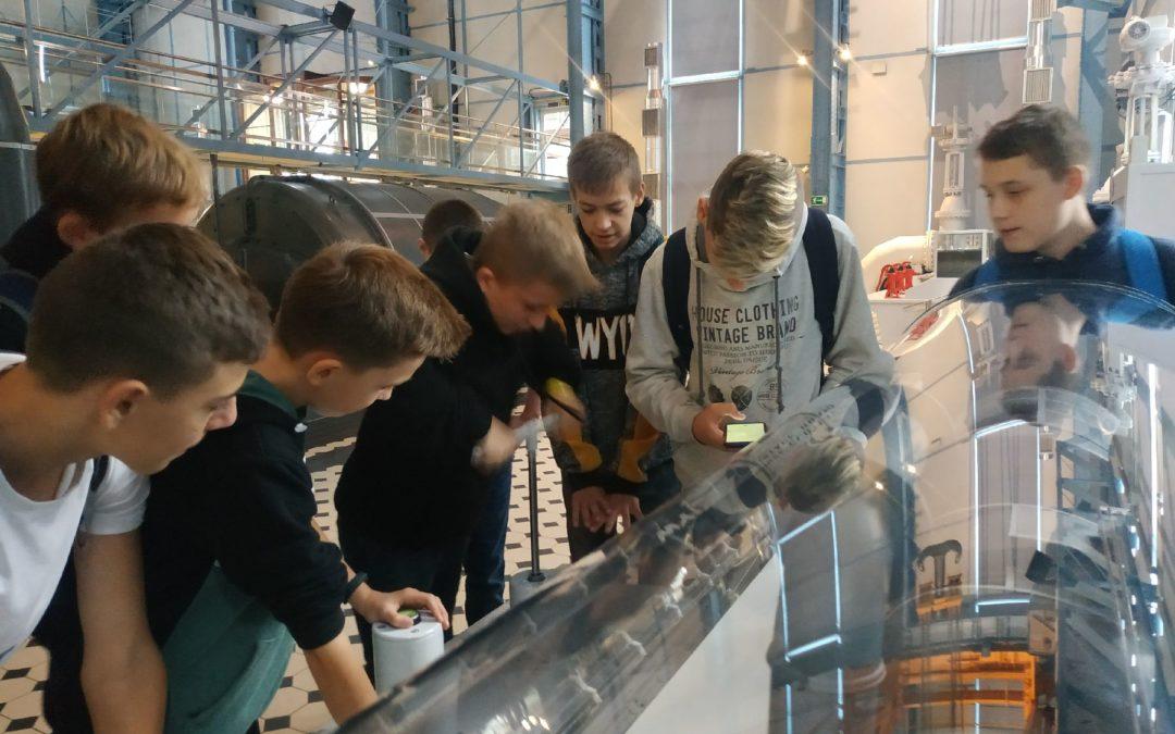 Wycieczka klasy 7d do Planetarium i Centrum Nauki Techniki w Łodzi.