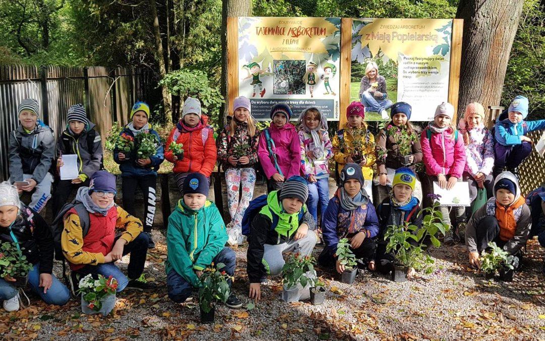 Wycieczka uczniów klasy II e do Arboretum oraz Centrum Edukacji Przyrodniczej i Leśnej w Rogowie