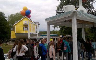 """Park edukacji i rozrywki """"Farma iluzji""""- wycieczka klasy 6b i 6d"""