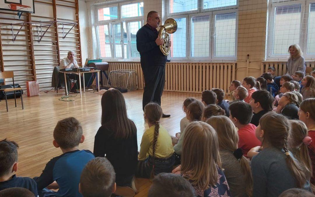 """Koncert dla klas 1-3 """"Grające grubasy-sakshorn i tuba"""" 17 lutego 2020 r."""